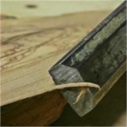 La nostra levigatura artigianale trasferisce qualità ai prodotti.