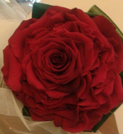 il fiore diventa una confezione artigianale unica