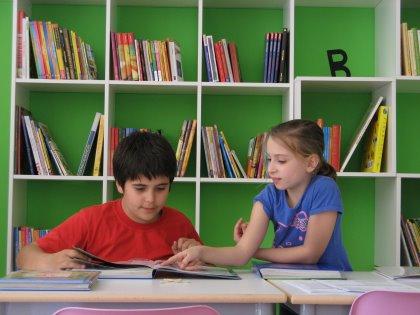 Servizio compiti pomeridiani per bambini e ragazzi della scuola elementare e media, in gruppo e con insegnanti dal lunedì al venerdì.
