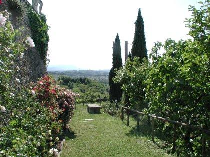 Percorso multisensoriale lungo l'antico sentiero delle rose dell'Abbazia