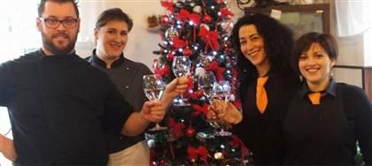 Vieni a comporre il tuo cesto natalizio da noi: oltre ai nostri biscotti artigianali puoi mettere altri prodotti enogastronomici