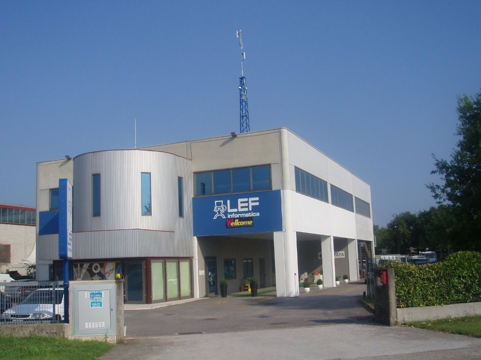LEF ...informatica,  impianti elettrici, videosorveglianza, antintrusione, illuminazione LED, telefonia aziendale - Codroipo