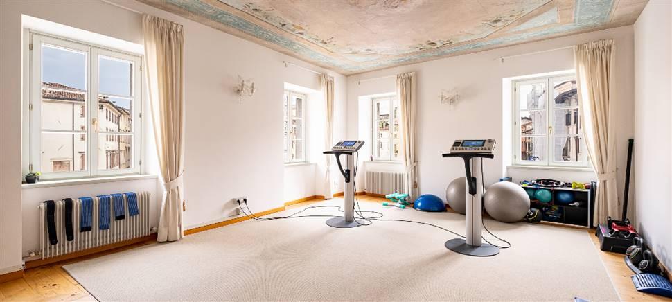 Vieni a provare il sistema EMS. Con l'elettrostimolazione profonda combatti la cellulite, aumenti la forza, riduci il peso, migliori la postura