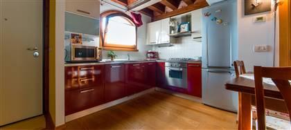 Vorresti acquistare casa a Bressa? Questo immobile di 62mq è ideale per single o giovani coppie. Prezzo: € 85.000. Cl D