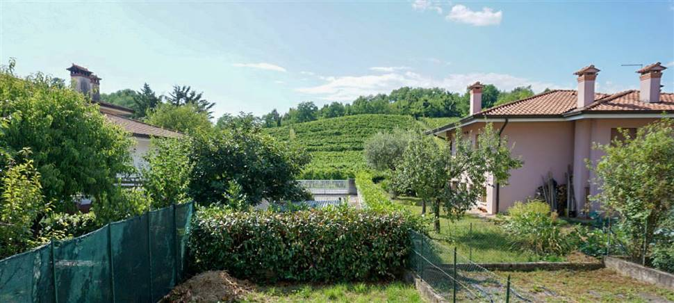 Casa nuova a Faedis? Vieni a sognare la tua famiglia in questa bella villetta a schiera con due camere e giardino. €105.000