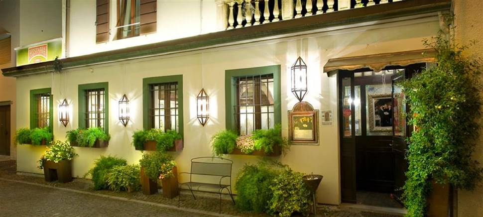 If you would like to sample a refined dish and excellent wines, book a table at our historical Restaurant in Udine