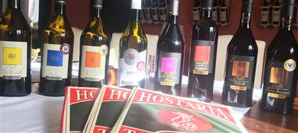 A marzo la ricercatezza della nostra cucina si sposa con i prestigiosi vini La Rajade. Vieni a provare questo tripudio di sapori.