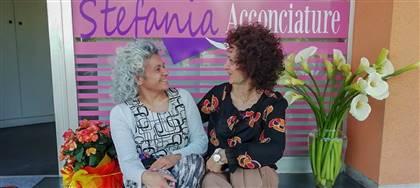 I tuoi capelli non vanno in vacanza, e nemmeno noi! Vieni da Stefania Acconciature per un look estivo fresco e giovane.