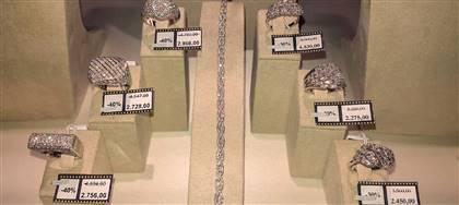 Like a Star. In certi negozi certe occasioni davvero non tornano più. Diamanti, gioielli e orologi fino al 70% in meno. Vieni a trovarci