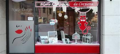 Cinzia Perri di Nails Design non è solo un'onicotecnica, ma una vera e propria pittrice di unghie. Vieni a provare