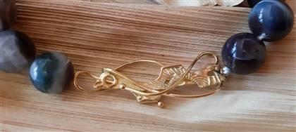 Un simbolo, una passione, le iniziali che si intrecciano, una data indimenticabile: commissionaci il tuo gioiello. Sarà un regalo unico