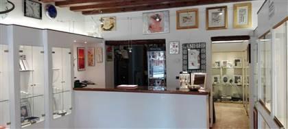 Oreficeria Il Sigillo personalizza, vende, ripara gioielli e orologi. Vieni e prova la qualità dei nostri servizi e prodotti