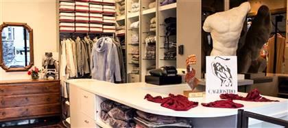 Scopri i costumi da bagno con tessuto realizzato in Italia. Fino a 26 taglie diverse per darti la massima vestibilità