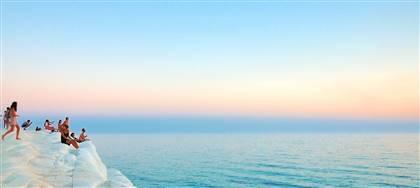 Dove andare in vacanza? Passa in Agenzia e scopri tutte le mete e le spiagge più belle. Sardegna, Sicilia, Puglia, Calabria, Marche e Toscana.