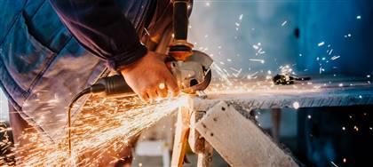 Forniamo alla tua azienda metalmeccanica: valutazione rischi, corsi sicurezza (anche on-line), corsi antincendio, PS, e abilitazione attrezzature