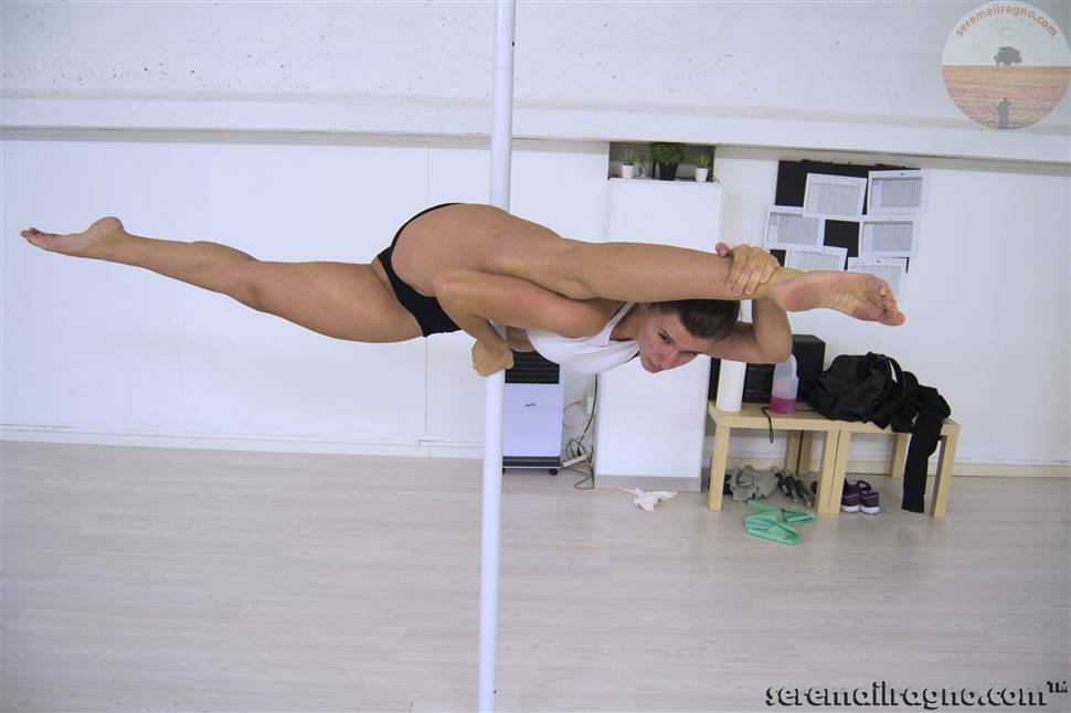 Corsi di Pole Dance - A.s.d. Artistica Monturanese