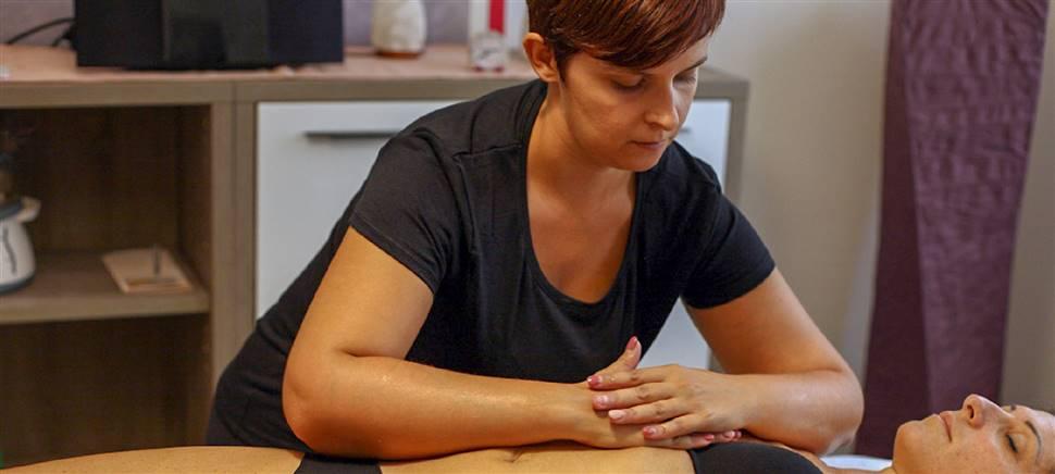 Nel nostro centro trovi massaggi decontratturanti, rilassanti, linfodrenanti. Vieni a conoscerci e scopri le nostre offerte e i pacchetti.