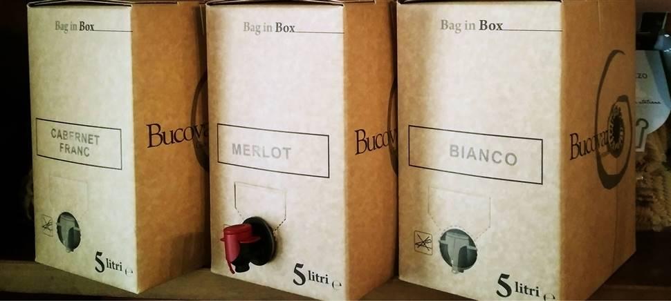 """I nostri vini friulani sono anche nel formato """"bag in box"""". Vieni a gustarli da noi con gli amici, o portali a casa per condividerli in famiglia."""