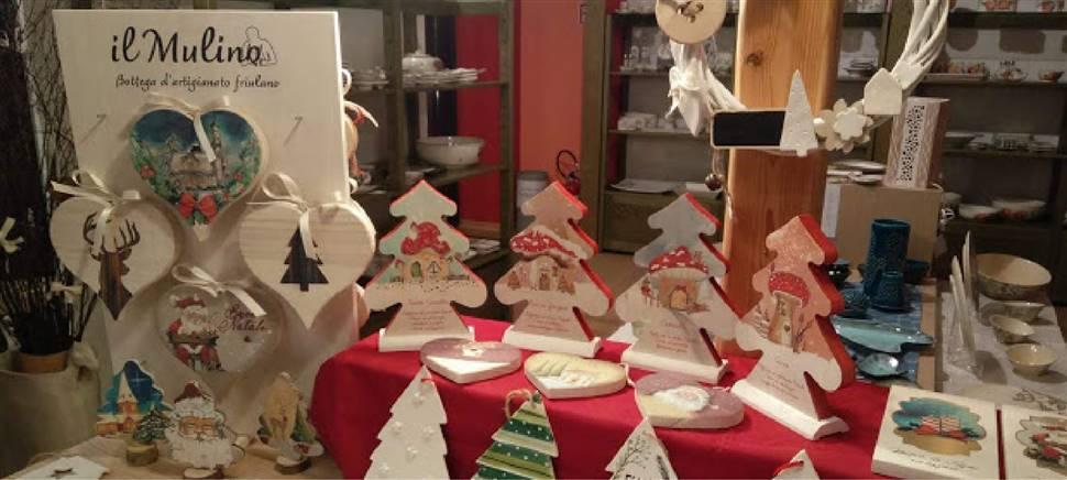 A Natale da Il Mulino trovi ghirlande, decorazioni, presepi e complementi d'arredo della tradizione friulana