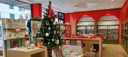 Da Il Mulino è già Natale: decorazioni, presepi, tovaglie, idee regalo realizzati da artigiani della regione. Vieni in negozio