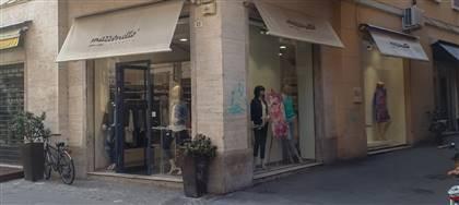 Mazzonetto Rimini è ora Outlet aziendale. Taglie comode, occasioni fine serie e sconti fino 80%. Vieni a scoprirli
