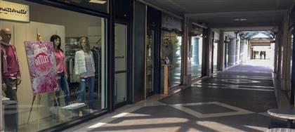 Mazzonetto Conegliano è ora Outlet aziendale. Taglie comode, occasioni fine serie e sconti fino 80%. Vieni a scoprirli