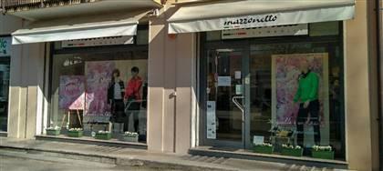 Vieni a scoprire le nuove collezioni Mazzonetto. Anna e Alessandra ti aspettano con utili consigli, taglie comode, capi scontati del 50%
