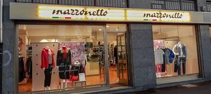 Vieni a scoprire le nuove collezioni Mazzonetto. Monica ti aspetta con utili consigli, taglie comode, capi scontati del 50%
