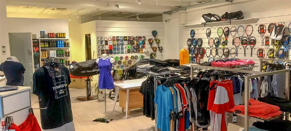 Vieni a conoscere Tennispro, il nuovo negozio dedicato a chi pratica il tennis: racchette, scarpe, abbigliamento, consulenza specializzata.