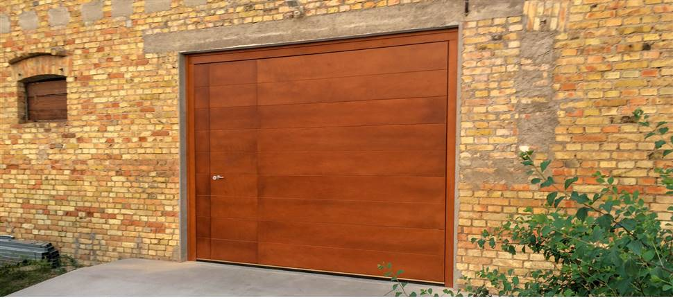Per il tuo garage scegli un basculante su misura C&C: lo progettiamo, realizziamo, installiamo e garantiamo assistenza post vendita.