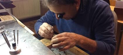 Vieni a scoprire il nostro laboratorio orafo artigiano: manufatti artistici unici e preziosi: per coccolarti o da donare a chi ami.
