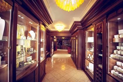 -Gioielli esclusivi con diamanti  -Orologi di lusso ( Rolex - Cartier - Eberhard - Omega e tanti altri) Nuovo e secondo polso