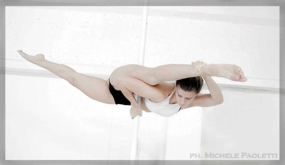 Corso di Pole Dance - A.s.d. Artistica Monturanese