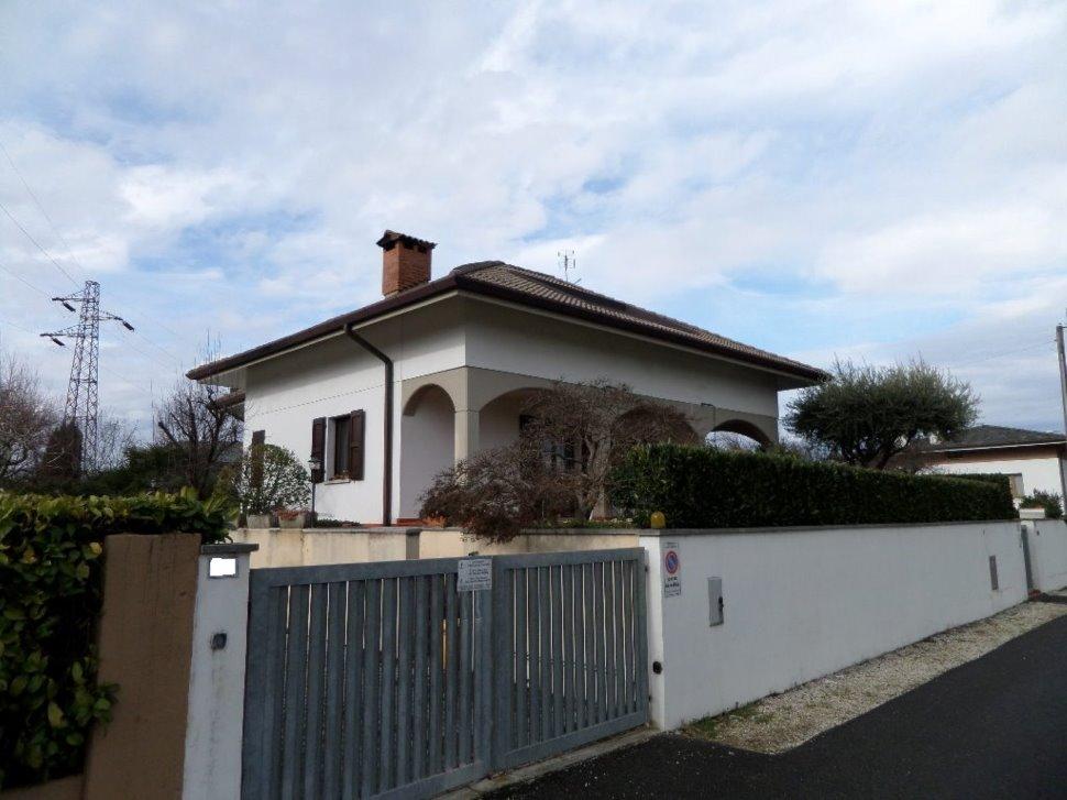 Villa nella prima periferia di Udine sud