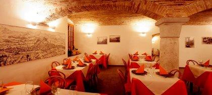 Vieni a gustare i nostri piatti di pesce fresco. Vieni a scoprire la nostra suggestiva sala interna. In centro a Udine!