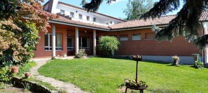 In vendita: ampia villa indipendente con parco recintato, spazi generosi, taverna con fogolar, molto luminosa, classe B