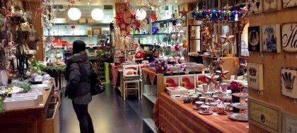 Tutti i regali di Natale che cercavi in un unico negozio: lampade NUD, scarpe Dansko, altoparlanti VIFA e molto altro