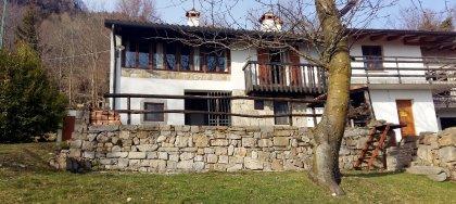 In vendita rustico ristrutturato  in montagna a 30 minuti dalla città: relax, natura e magnifico panorama.