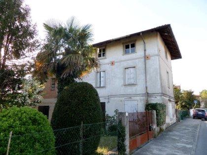 Casa indipendente da ristrutturare a Udine, interni Via Martignacco