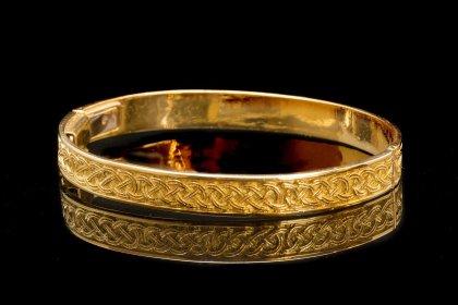 Da Dalì trovi gioielli interamente realizzati a mano con cura artigianale. Vieni a scopire le nostre creazioni!