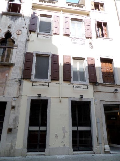 Negozio a Udine, adiacenze Piazza XX Settembre