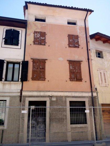 Casa in linea a Udine, Via Grazzano