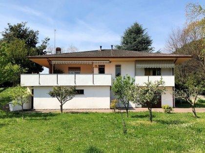 Villa in frazione di Pagnacco