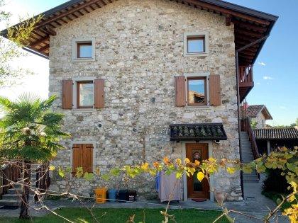 Appartamento in casale in sasso a Pasian di Prato